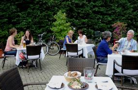 Idyllischer Hofgarten im Luther-Hotel